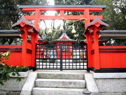 奈良豆比古神社の本殿