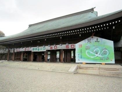 ジャンボ絵馬と外拝殿