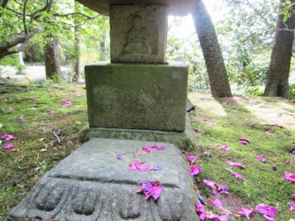 長岳寺の十三重石塔