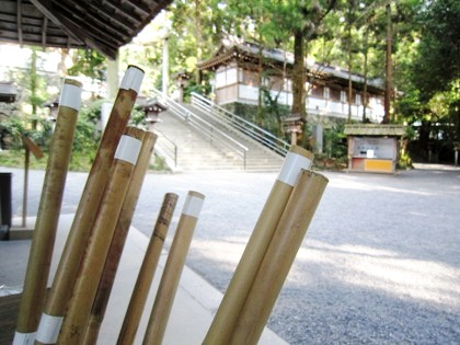 大神神社の手水処 杖