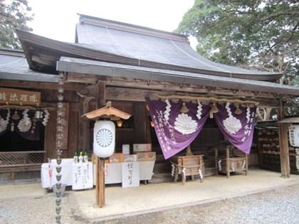 吉水神社本社 吉水神社の本社。 弁慶の力釘は本社向かって右側にあります。 私が弁慶の... 奈良