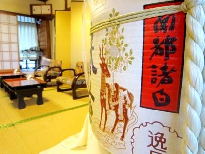 鏡開きの酒樽 大神神社の結婚披露宴会場