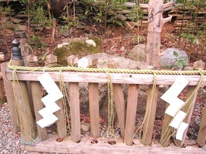 弁慶の力釘と紙垂