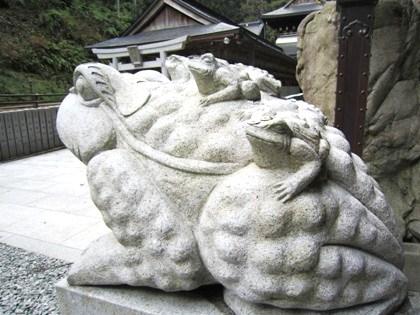 脳天大神の狛蛙