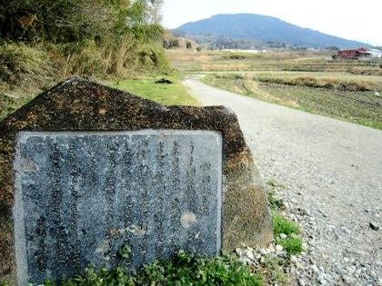 額田王の万葉歌碑と三輪山