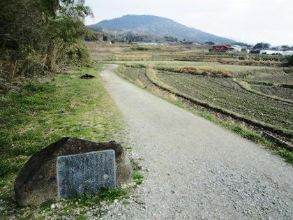 額田王の万葉歌碑 山の辺の道