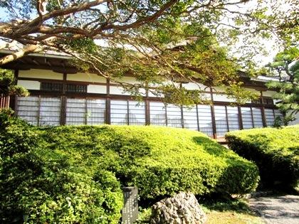 大神神社のさざれ石