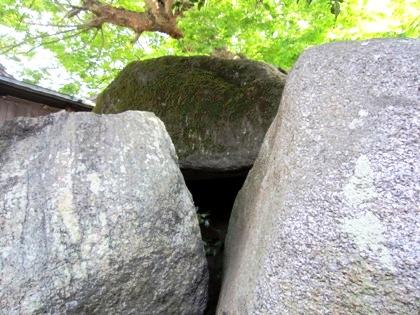 弁天社古墳の隙間