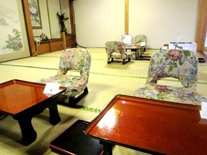 座椅子 大神神社の結婚披露宴会場