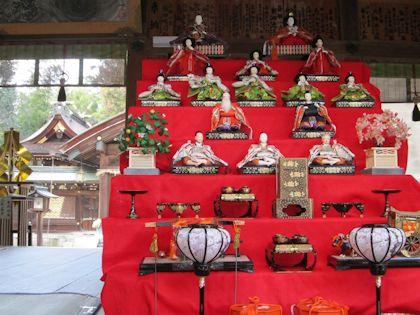 大和神社の雛壇