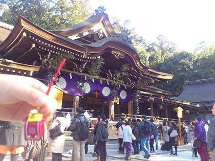 ランドセル守と大神神社拝殿