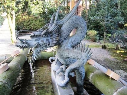 大和神社の手水舎