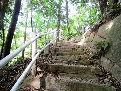 大石棺仏へ続く階段