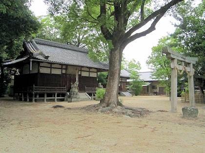 新庄駅近くの柿本神社