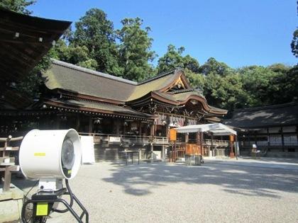 大神神社拝殿前のミスト装置