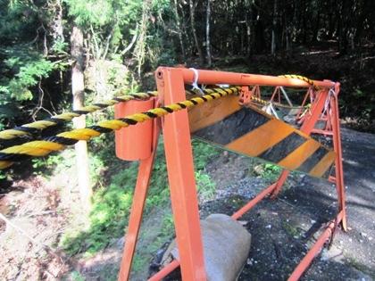 工事中の滝坂の道