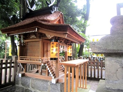 綱越神社の祠
