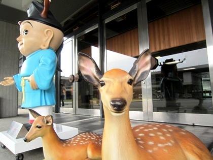 せんとくんと奈良公園の鹿