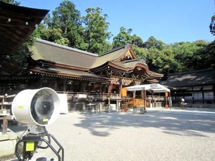大神神社拝殿とミスト