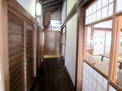 大神神社拝殿へ続く廊下