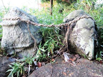 九日神社の陰陽石