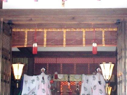 巫女の舞い 大神神社拝殿