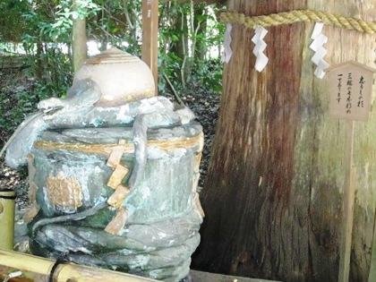 志るしの杉 大神神社の手水舎