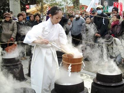 三輪坐恵比須神社の湯立て神事