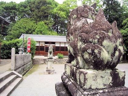 長尾神社狛犬と絵馬殿