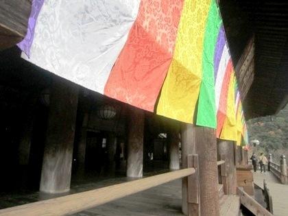本堂の五色幕