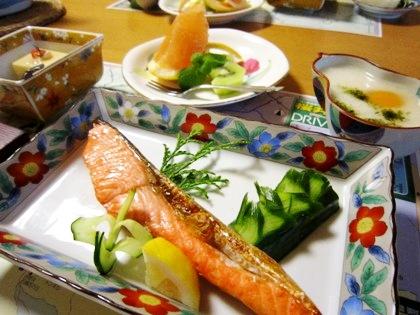 焼き鮭 胡瓜の飾り切り