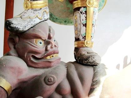 薬師寺中門の邪鬼