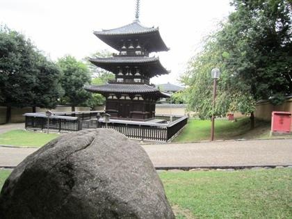摩利支天石と興福寺三重塔