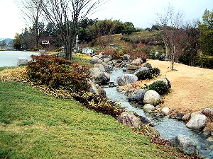 奈良県立万葉文化館の庭園