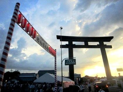 大神神社の大鳥居 おんぱら祭