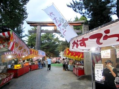 大神神社一の鳥居 縁日の露店