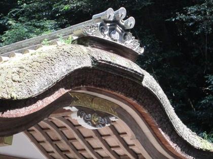 狭井神社の屋根