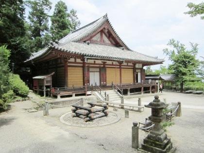 柴燈大護摩壇と本堂