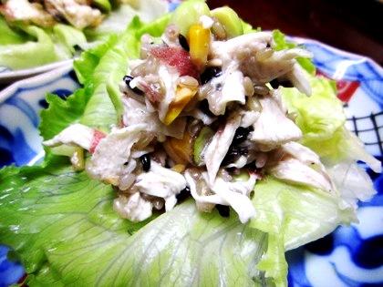 大和肉鶏と古代米のサラダ